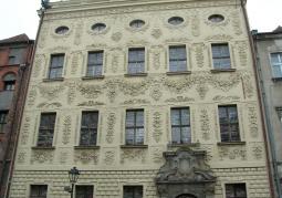 Gmach Pałacu Dąmbskich