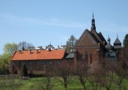 Widok na świątynię od strony sandomierskiego zamku