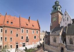 Muzeum Katedralne obok wieża zegarowa