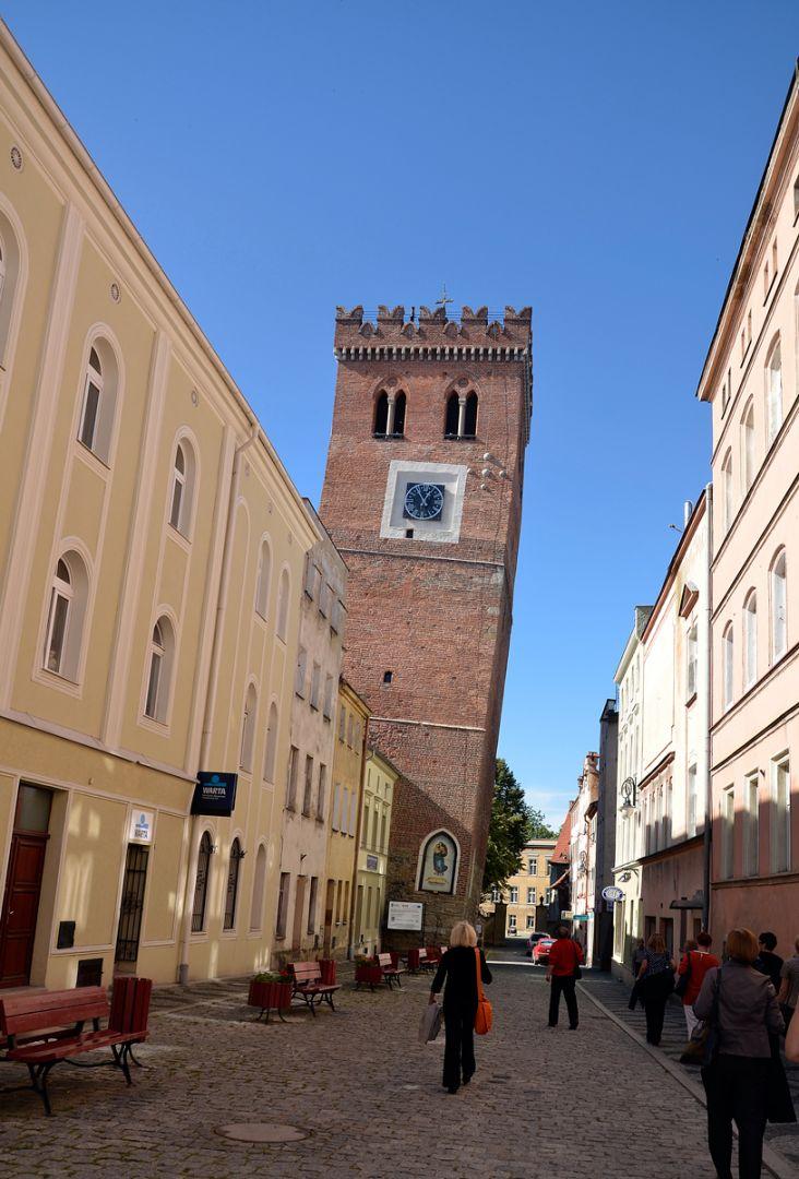 Średniowieczna Krzywa Wieża