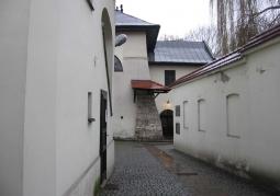 Dziedziniec Synagogi