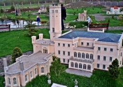 Model pałacu Hohenzollernów w Mysłakowicach