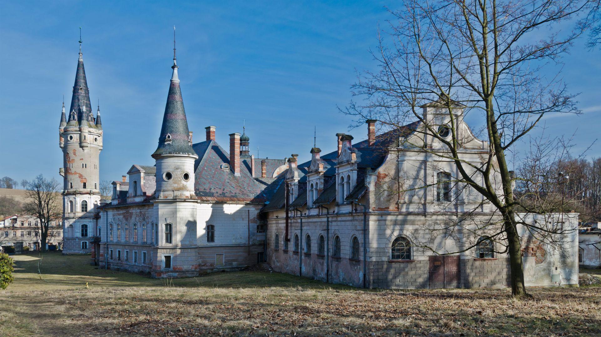 Panorama pałacu w Bożkowie