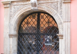Renesansowy portal - wejście na dziedziniec Muzeum