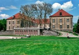 Widok frontowy żagańskiego pałacu