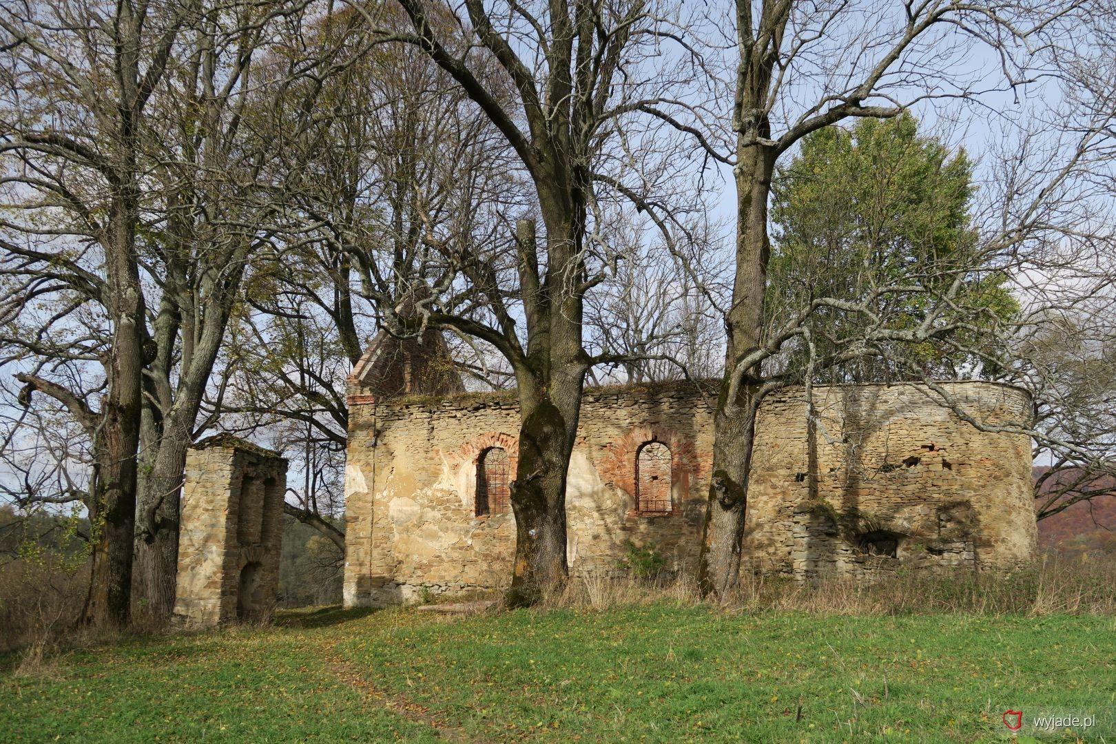 Ruiny greckokatolickiej cerkwii pw. św. Paraskewii