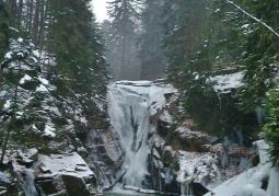Wodospad Szklarki zimą